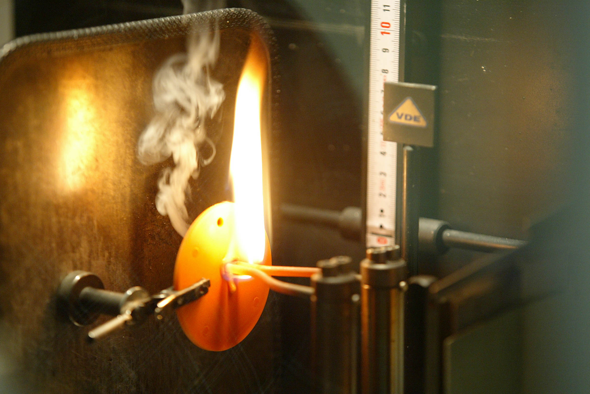 Isolierstoffprüfung und -zertifizierung im VDE-Institut